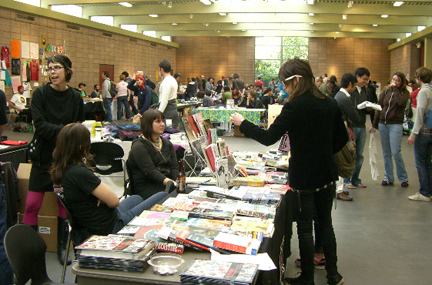 a quiet moment at 2010's SFZF, by Green Lantern Press...