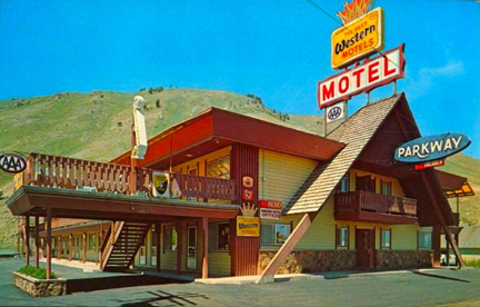 1960s+PARKWAY+MOTEL+Jackson+Hole+WYOMING+Vintage+Postcard